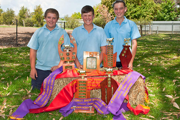 Students displaying show prizes